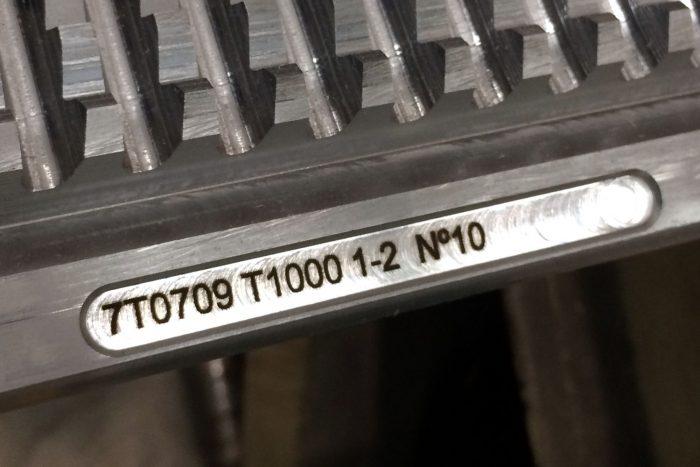 Grabado láser de piezas industriales